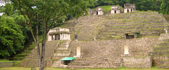 sitio arqueologico maya