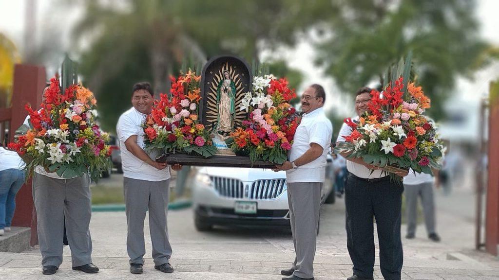 Choferes de TEC rinden homenaje a la Virgen de Guadalupe